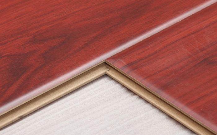 名称: 强化地板 AK6801 蒙古红 表面工艺:高光镜面大镂铣倒角 每包片数:8 耐磨转数:4000 家居风格:中式 欧式 规格:1215*196*12mm 槽口工艺: 大锁扣 平米数/包:1.9052M2 密度: 850 是否适用地暖:适用于地暖 颜色: 中性色 环保等级:E0 防潮技术: 普拉盾工艺 基材:水洗松木 (长纤维)